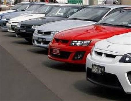 کاهش قیمت دو خودرو وارداتی