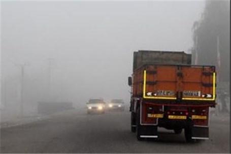 مه شدید تردد خودروها را در گردنههای خراسان شمالی مشکل کرد