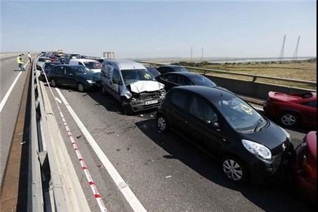 وقوع تصادف زنجیرهای ۵ خودرو در آذربایجان شرقی