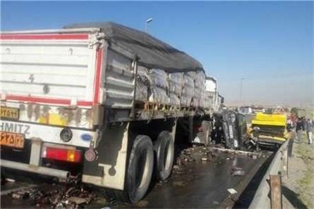 تصادف زنجیرهای ۱۲ خودرو در محور تهران – فیروزکوه