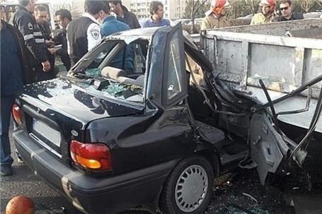له شدن پراید بعد از تصادف با کامیونت در بزرگراه ستاری