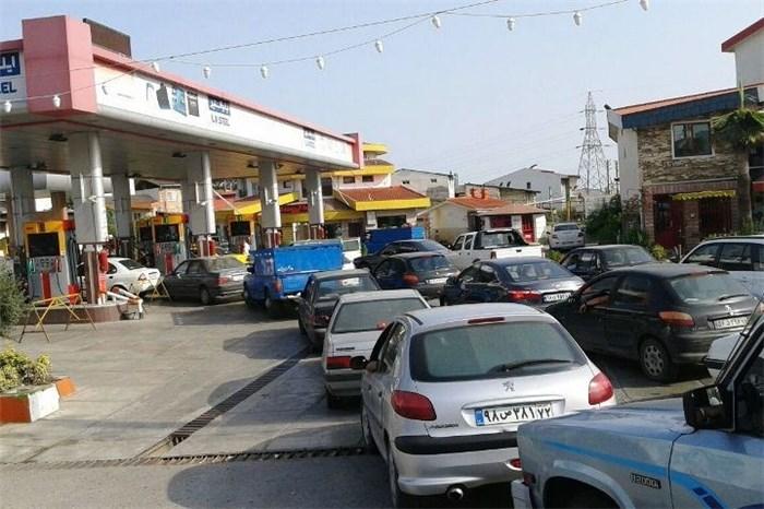 Image result for صف طولانی جایگاه های سوخت