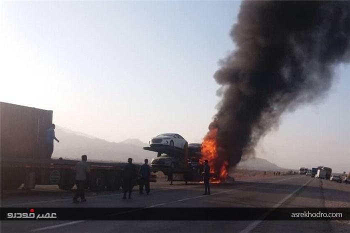 آتش گرفتن تریلی حامل خودروهای لوکس در جاده بندر عباس